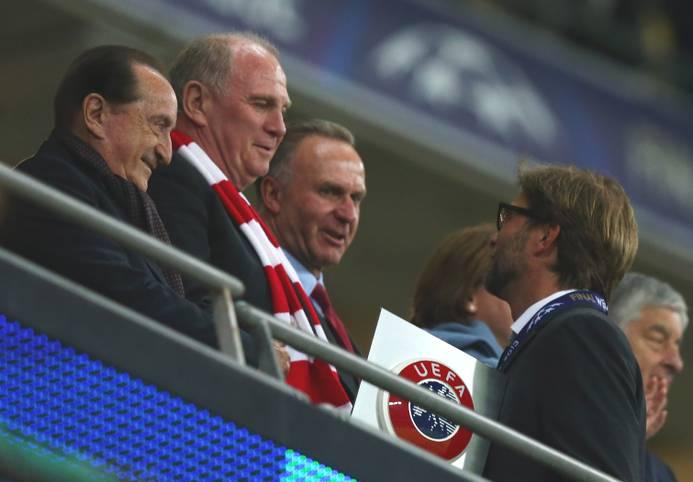 Uli Hoeneß und Jürgen Klopp - beinahe wäre der heutige Trainer des FC Liverpool 2008 in München gelandet. Hoeneß und Klopp hatten bereits eine Vereinbarung, bevor sich der damalige Bayern-Manager zu Jürgen Klinsmann überreden ließ