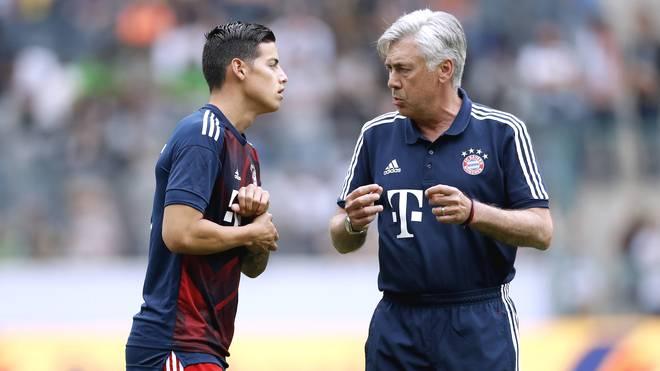 James Rodriguez (l.) und Carlo Ancelotti