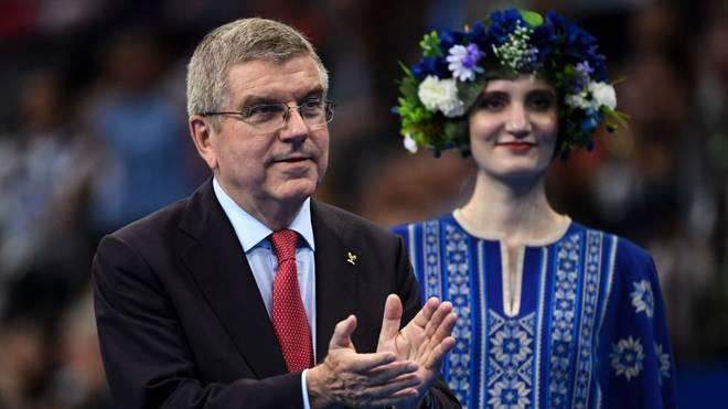 IOC-Präsident Thomas Bach (l.) sieht keinen Grund für Veränderungen