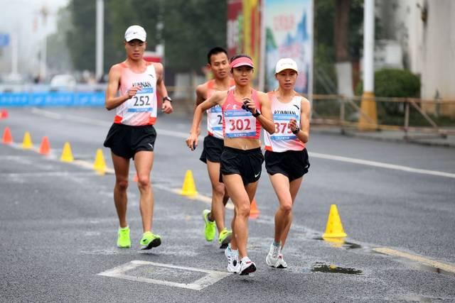 Liu Hong (vorne) hält neben dem Rekord über 50 Kilometer auch den Weltrekord über 20-km-Gehen