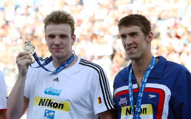 Schwimmen: Paul Biedermann kann sich nicht an seine WM-Siege erinnern, Paul Biedermann (links) gewann 2009 WM-Gold über 200m Freistil vor Michael Phelps