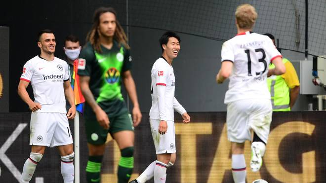 Frankfurt's Japanese midfielder Daichi Kamada (2nd R) celebrates his 1-2 during the German first division Bundesliga football match VfL Wolfsburg v Eintracht Frankfurt on May 30, 2020 in Wolfsburg, western Germany. (Photo by Swen Pförtner / POOL / AFP) / DFL REGULATIONS PROHIBIT ANY USE OF PHOTOGRAPHS AS IMAGE SEQUENCES AND/OR QUASI-VIDEO (Photo by SWEN PFORTNER/POOL/AFP via Getty Images)