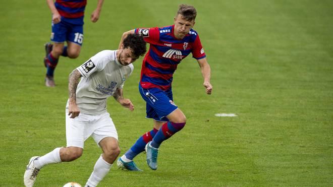 Der Chemnitzer FC (l.: Philipp Hosiner) muss weiter um den Klassenerhalt zittern