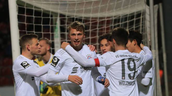 Jann-Fiete Arp (l.) erzielte sein erstes Tor im Bayern-Trikot