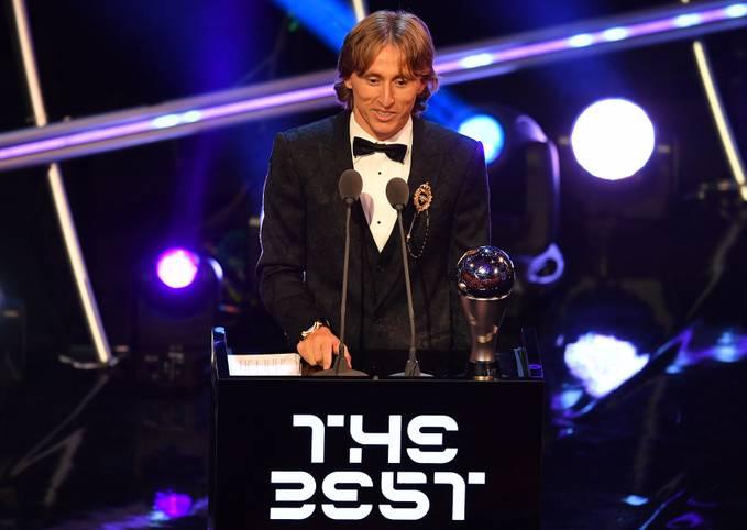 """Es ist passiert! Nach zehn Siegen in Folge ist die Ära Messi/Ronaldo bei der Weltfußballer-Wahl zu Ende gegangen. Der neue Sieger bei der Auszeichnung zu """"FIFA The Best"""" heißt Luka Modric"""