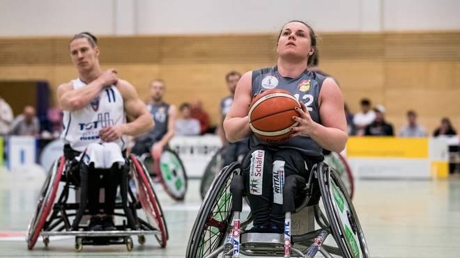 Annabel Breuer (re.) ist Sports-Stipendiatin des Jahres