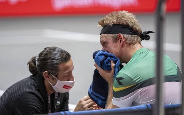 Alejandro Davidovich Fokina verletzte sich beim Halbfinale gegen Alexander Zverev in Köln