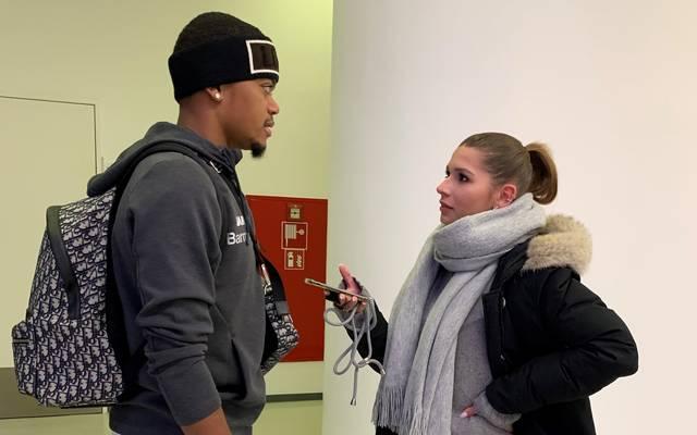 Jana Wosnitza im Interview mit Leon Bailey von Bayer 04 Leverkusen