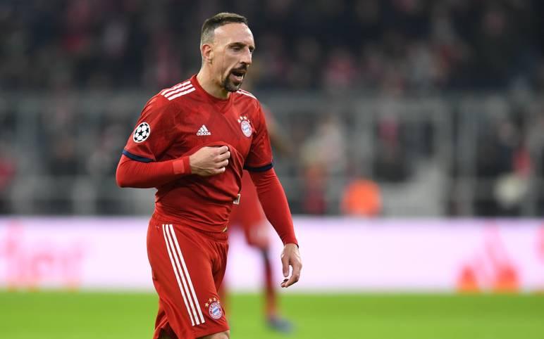 """Für seine Steak-Affäre wurde Franck Ribery vom FC Bayern mit einer """"sehr hohen"""" Geldstrafe belegt. Für seine obszöne Entgleisung in den sozialen Medien muss der Franzose zahlen, weitere Konsequenzen drohen ihm offenbar nicht"""