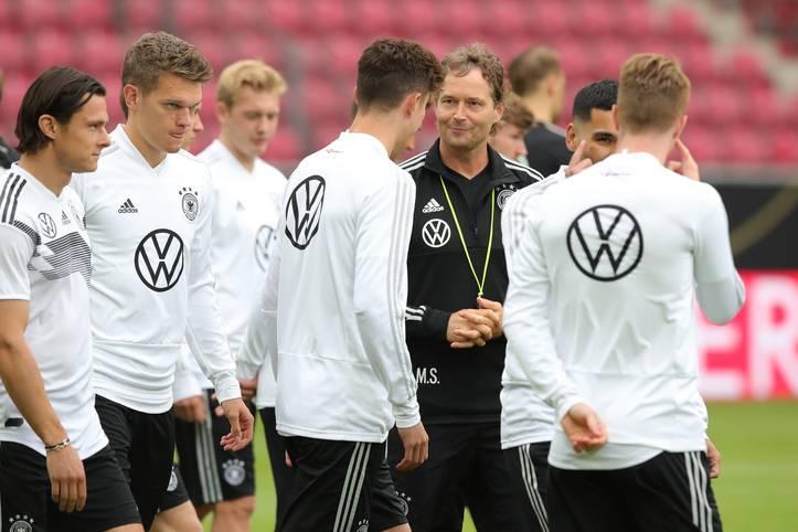 Die Länderspielsaison 2018/19 ist rum für das DFB-Team. Ging der Herbst noch als Teil eines historisch schlechten Jahres mit WM-Vorrundenaus und Nations-League-Abstieg in die Annalen ein, so vollzieht sich seither ein Umbruch mit bemerkenswerter Trendwende