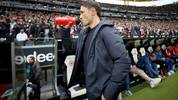 Niko Kovac verlässt nach seinem letzten Spiel als Bayern-Trainer den Innenraum des Frankfurter Stadions