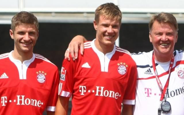 Thomas Müller und Holger Badstuber schafften unter Louis van Gaal (v.l.) den Durchbruch