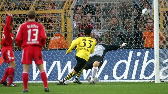 Salvatore Gambino erzielt seinen zweiten Treffer gegen Bayer Leverkusen