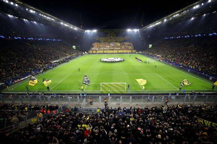 """Dass das Stadion von Borussia Dortmund das größte Fassungsvermögen in Deutschland besitzt, ist wohl jedem Fußballfan bewusst. Doch wer kriegt seine Spielstätte am häufigsten voll? Die Marketingagentur """"web-netz"""" hat dies untersucht. SPORT1 präsentiert die Auslastung der Bundesligastadien in der Hinrunde 2019/2020"""
