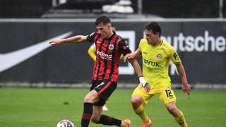 Neuzugang Ajdin Hrustic (l.) braucht noch Eingewöhnungszeit nach seinem Wechsel vom FC Groningen.