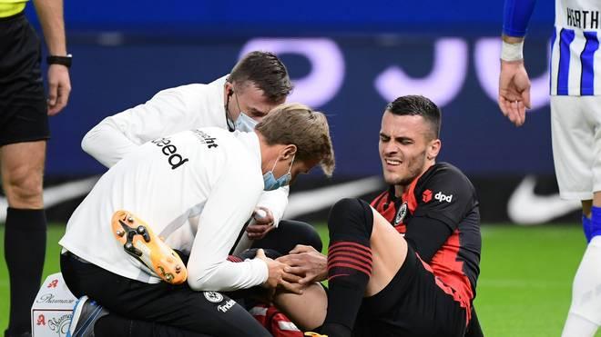 Filip Kostic (r.) verletzte sich im Frankfurter Spiel gegen Hertha BSC