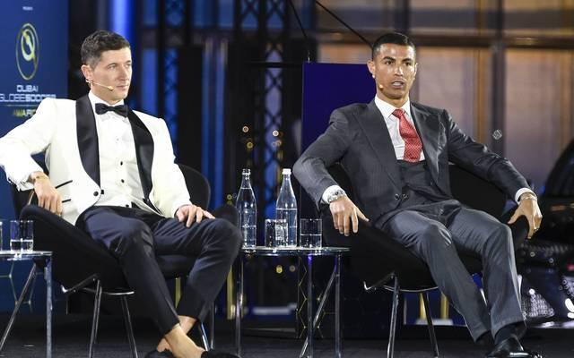 Robert Lewandowski (l.) landete bei der Wahl vor Cristiano Ronaldo