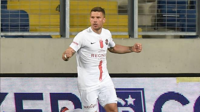 Podolski siegt mit Antalya vor leeren Rängen