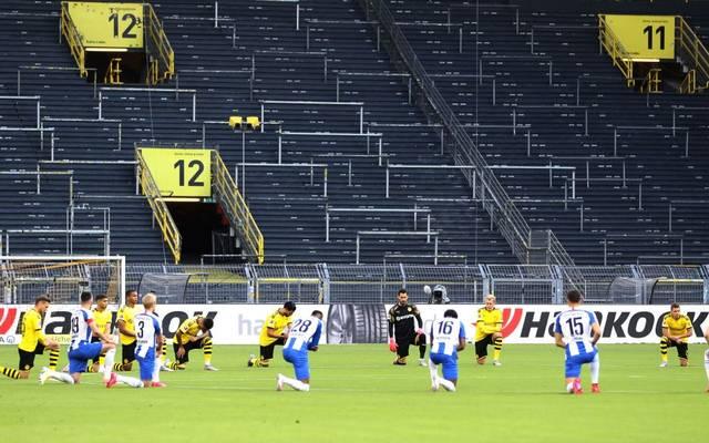 In der Bundesliga war der Kniefall unter anderem bei der Partie zwischen Dortmund und Hertha BSC zu sehen