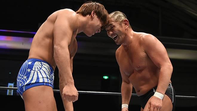 G1-Sieger Kota Ibushi (l.) im Duell mi Minoru Suzuki