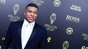 TOPSHOT - Paris Saint-Germain's French forward Kylian Mbappe arrives to attend the Ballon d'Or France Football 2019 ceremony at the Chatelet Theatre in Paris on December 2, 2019. (Photo by Anne-Christine POUJOULAT / AFP) (Photo by ANNE-CHRISTINE POUJOULAT/AFP via Getty Images)