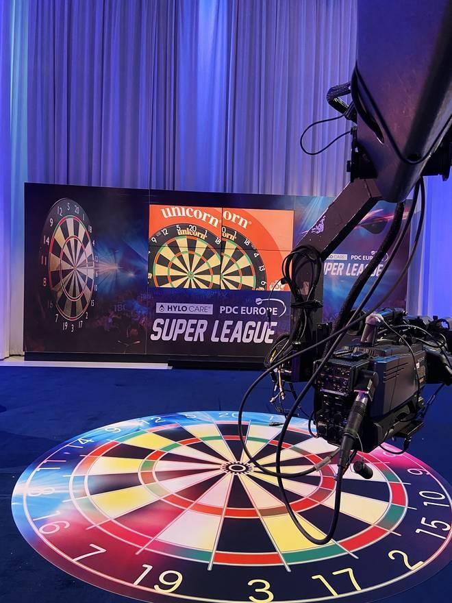 """Die Superleague ist das erste """"echte"""" ausgetragene Darts-Turnier seit Beginn der Corona-Pandemie"""
