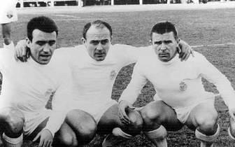 """Das sind die großen Männer des Klassikers vor den Zeiten von Messi, Jose Mourinho und Ronaldo: Alfredo Di Stefano (M.) und Ferenc Puskas (r.) sind in den 1950ern und 60ern die Stars des """"weißen Balletts"""" aus Madrid. Dabei hat der begnadete Di Stefano scho"""