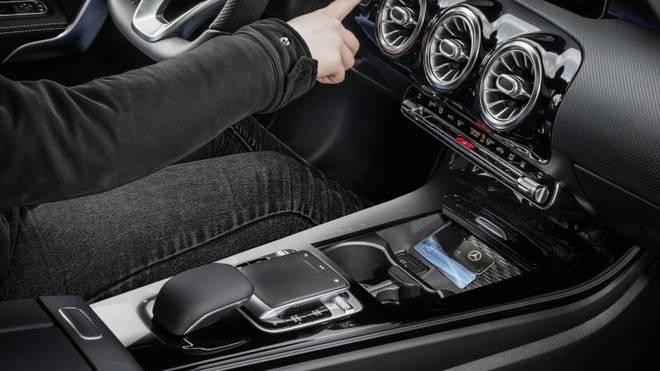 Für die neue A-Klasse gibt es bei Mercedes in Deutschland erstmals einen speziellen Sticker mit integriertem NFC-Controller zum Starten des Fahrzeugs