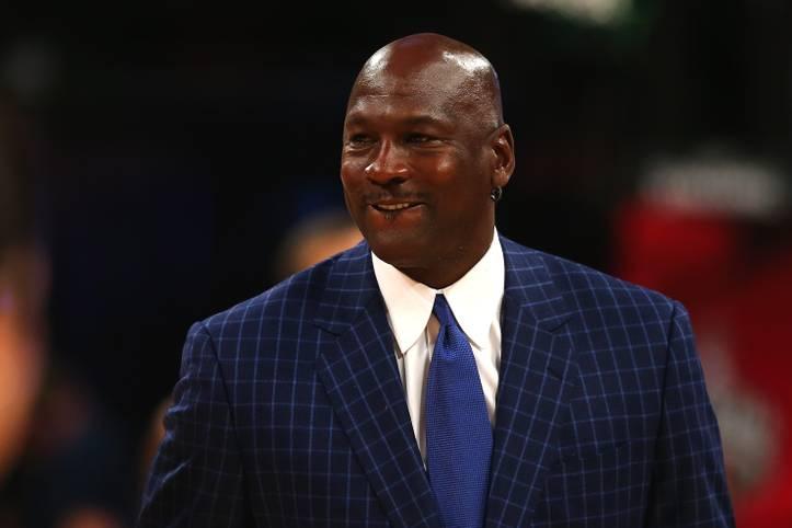 """NBA-Legende Michael Jordan investiert dank seines milliardenschweren Vermögens auch nach seiner aktiven Zeit in den Basketball. Der Besitzer der Charlotte Hornets schafft es auf die Liste der reichsten Klubeigner der Welt des """"Forbes""""-Magazins"""