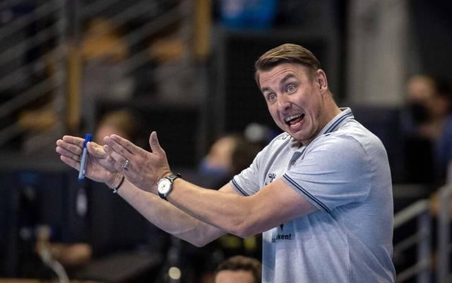 THW Kiel Trainer Filip Jicha gibt seiner Mannschaft Anweisungen