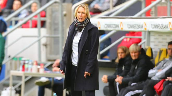 AACHEN, GERMANY - OCTOBER 05: Manager Martina Voss-Tecklenburg of Germany looks on during the UEFA Women's European Championship 2021 qualifier match between Germany and Ukraine at Tivoli Stadium on October 05, 2019 in Aachen, Germany. (Photo by Juergen Schwarz/Bongarts/Getty Images)