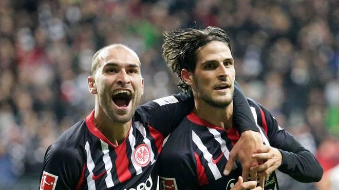 Goncalo Paciência (r., mit Bas Dost) steht bei Schalke hoch im Kurs
