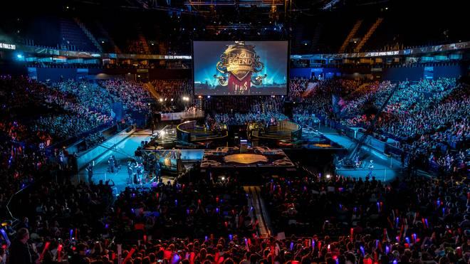 Das Massenphänomen eSports lockt weltweit tausende Besucher in die Arenen.