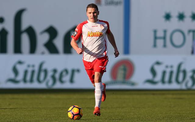 Der Regensburger Andreas Geipl sah gegen Fürth bereits nach sieben Sekunden Gelb