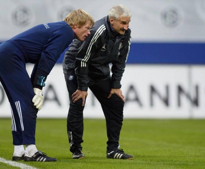 Fussball: EM Qualifikation 2003, DFB Team/Training Unter Rudi Völler (r.) war Oliver Kahn die unumstrittene Nummer Eins im DFB-Tor