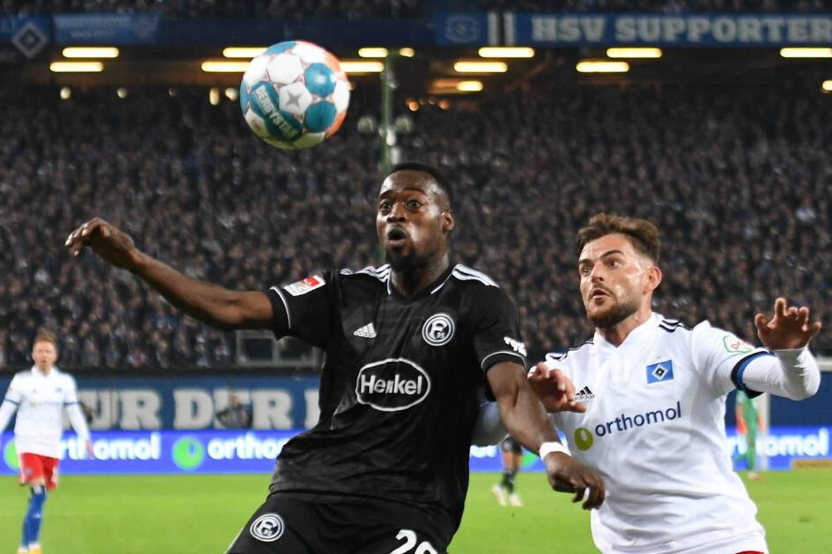 Im Spiel des Hamburger SV gegen Fortuna Düsseldorf gibt es offenbar rassistische Beleidigungen von den Rängen. Fortuna-Profi Narey reagiert.
