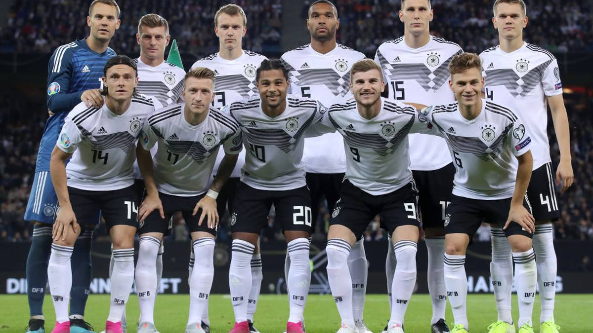 HAMBURG, GERMANY - SEPTEMBER 06: The Germany players, first row (L-R): Nico Schulz, Marco Reus, Serge Gnabry, Timo Werner, Joshua Kimmich, second row (L-R): Manuel Neuer, Toni Kroos, Lukas Klostermann, Jonathan Tah, Niklas Suele and Matthias Ginter pose for a team photo prior to the UEFA Euro 2020 qualifier match between Germany and Netherlands at Volksparkstadion on September 06, 2019 in Hamburg, Germany. (Photo by Alex Grimm/Bongarts/Getty Images)