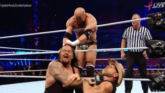 Der Undertaker (u.l.) trifft bei WWE Super Show-Down auf Triple H (o.)