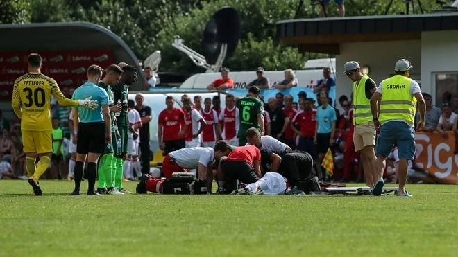 Ajax-Profi Abdelhak Nouri brach im Sommer 2007 im Testspiel gegen Werder Bremen zusammen