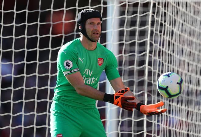Petr Cech Helm Premier League Fußball Seit seinem Schädelbasisbruch in einem Premier League-Spiel 2006 spielt Cech nur noch mit Helm