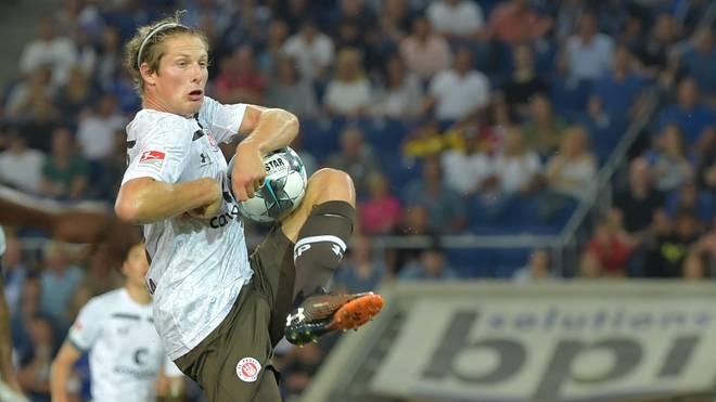 Daniel Buballa schoss sich beim Klärungsversuch den Ball selbst an den Arm