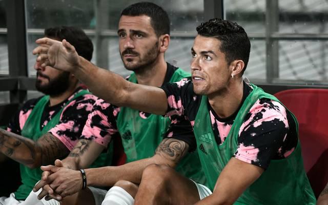 Cristiano Ronaldo (r.) verbrachte die gesamte Spielzeit beim Match in Südkorea auf der Bank