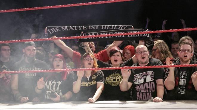 Die Fans von wXw kommen der Wrestling-Action ganz nahe