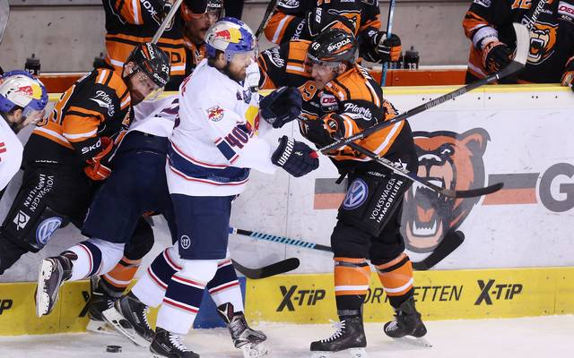 Grizzlys Wolfsburg v EHC Red Bull Muenchen- DEL Playoffs Final Game Four
