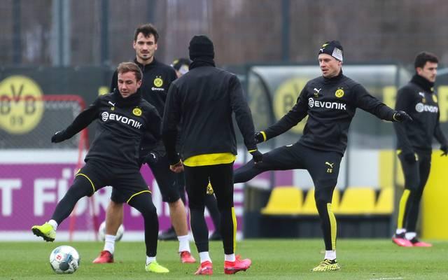Trainer Lucien Favre braucht mehr Spieler im Training als nur die Stars wie Mats Hummels oder Mario Götze