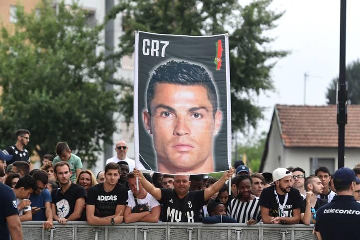 Cristiano Ronaldo wechselt für 117 Millionen Euro zu Juventus Turin. Auch in den anderen Top-Ligen Europas gibt es einige Mega-Transfers. SPORT1 zeigt die teuersten Wechsel aus Deutschland, England, Frankreich, Spanien und Italien