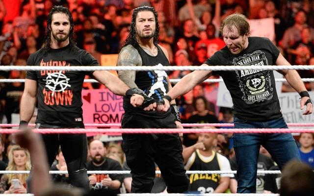 The Shield ist neu formiert: Seth Rollins, Roman Reigns und Dean Ambrose (v.l.) schlossen sich bei WWE Monday Night RAW wieder zusammen