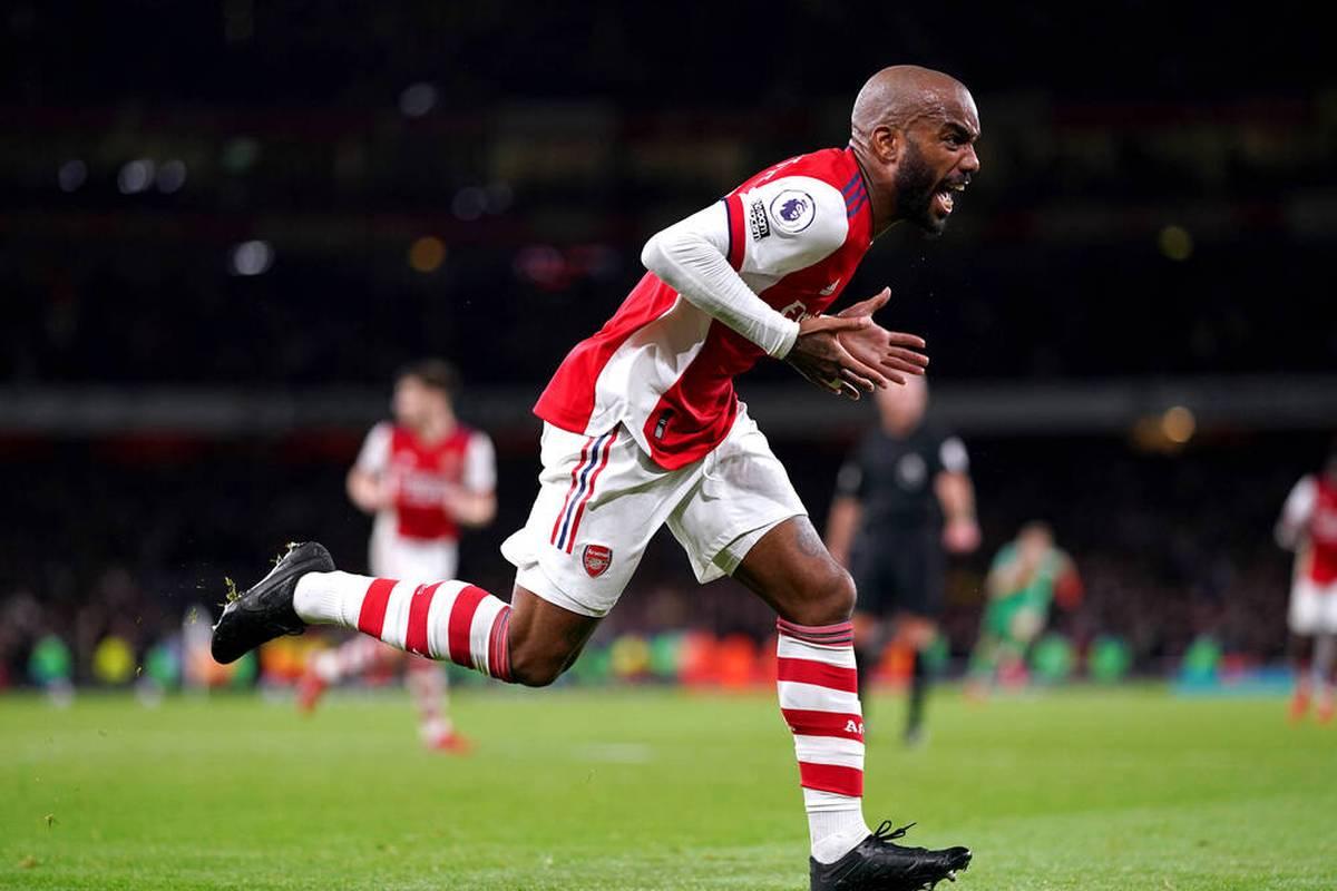 Dank eines Treffers in der fünften Minute der Nachspielzeit hat der FC Arsenal eine Niederlage im Londoner Stadtderby gerade noch verhindert.