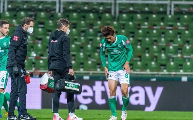 Yuya Osako musste mit einer Knieverletzung ausgewechselt werden