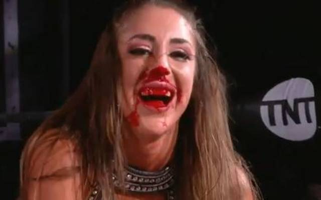 Britt Baker wurde bei AEW Dynamite heftig erwischt